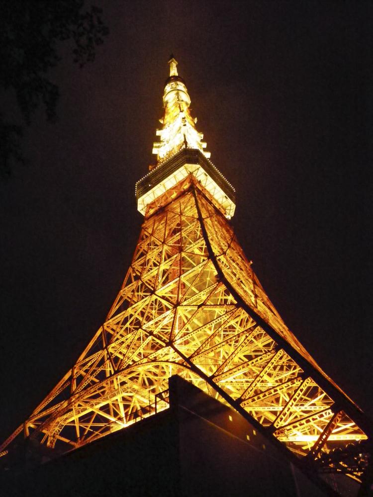beleuchteter Eiffelturm