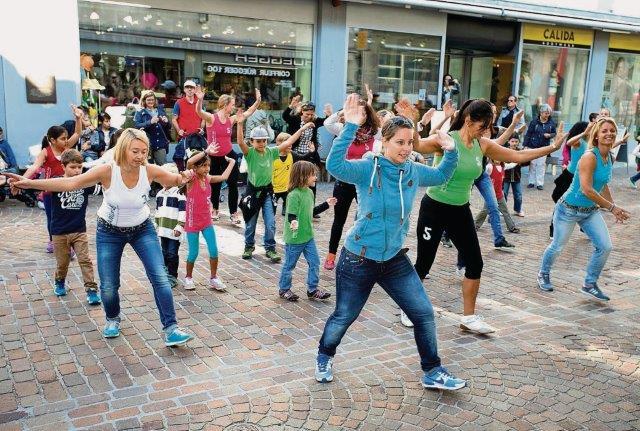 Zum Einkaufen und zum Tanzen